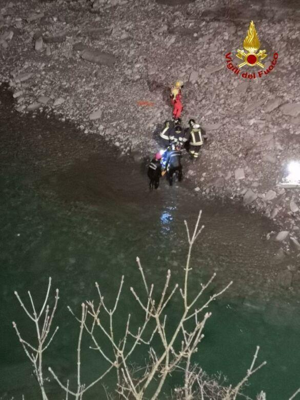 Imola, finisce fuori strada e precipita nel fiume: muore un imolese