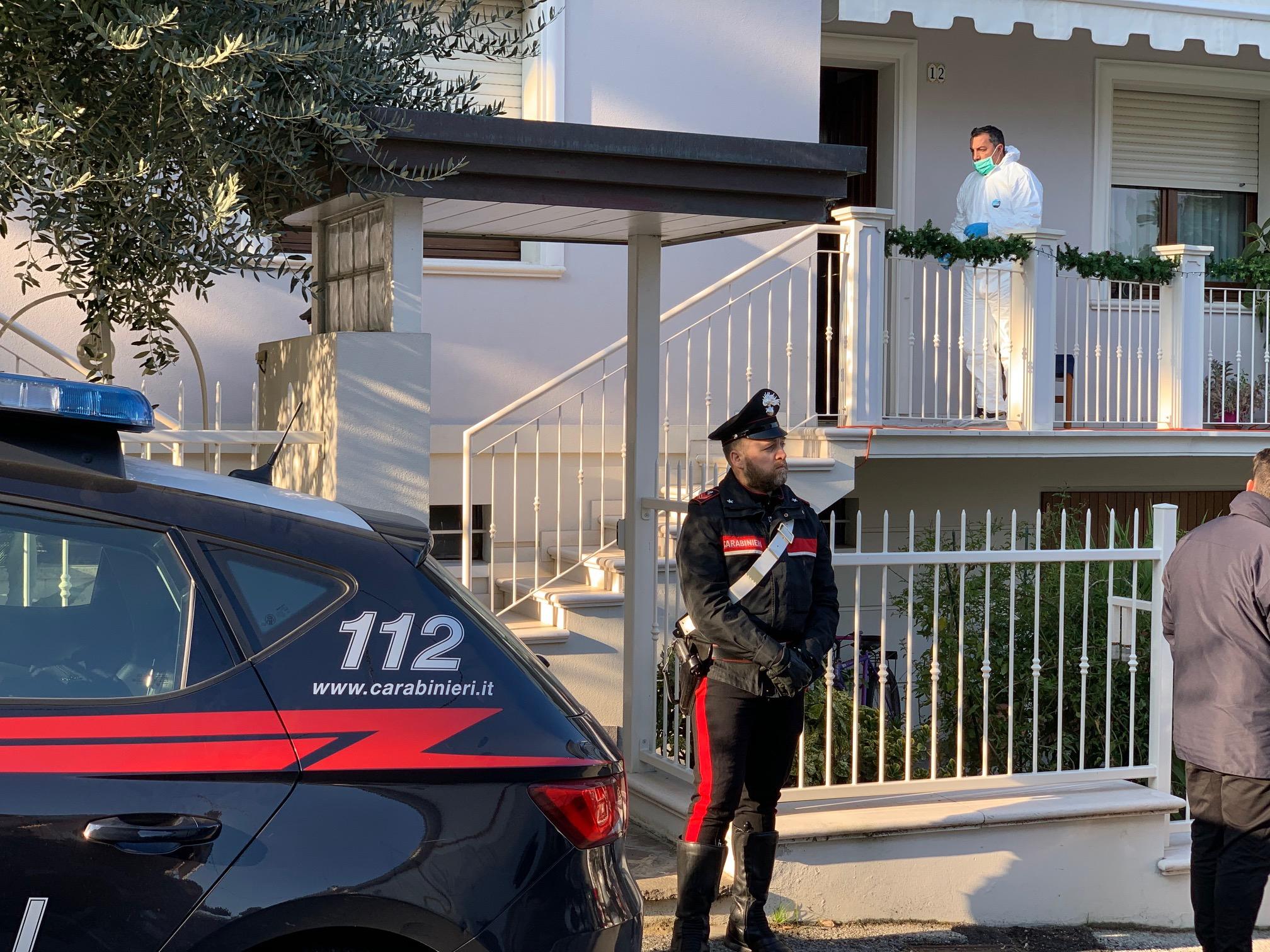 Donna trovata morta in casa a Riccione: si indaga per omicidio