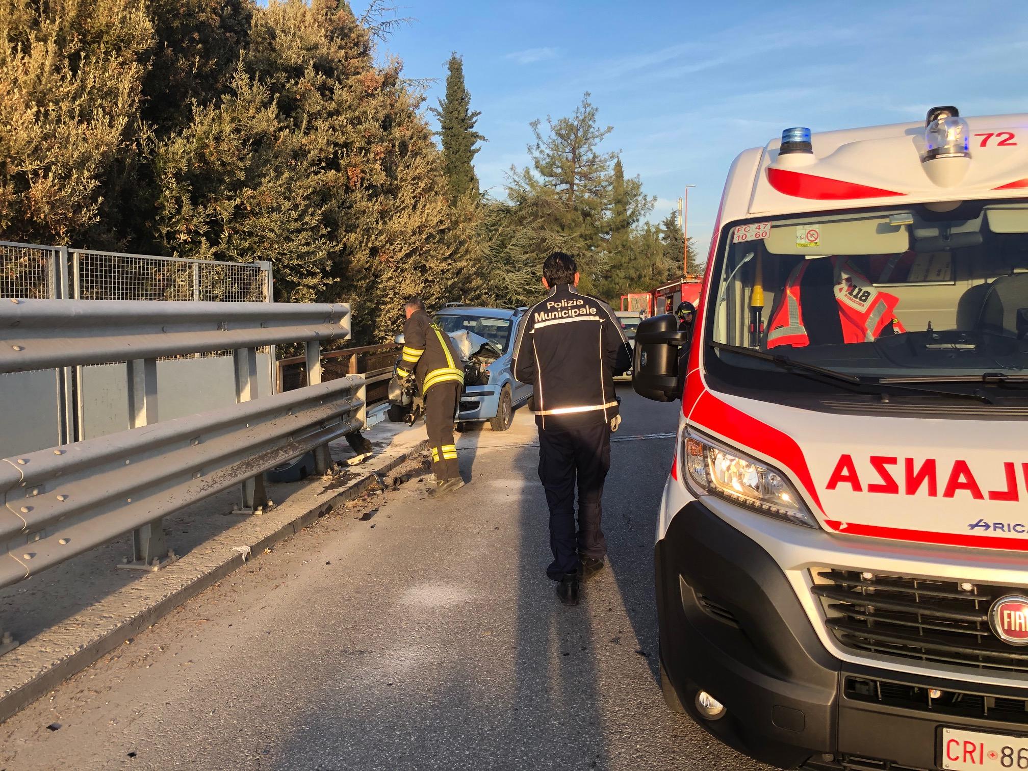 Grave incidente sul viadotto a Cesena