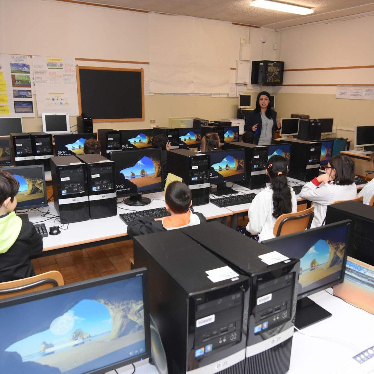 Nuova aula informatica alla scuola elementare Rivalti di Forlì