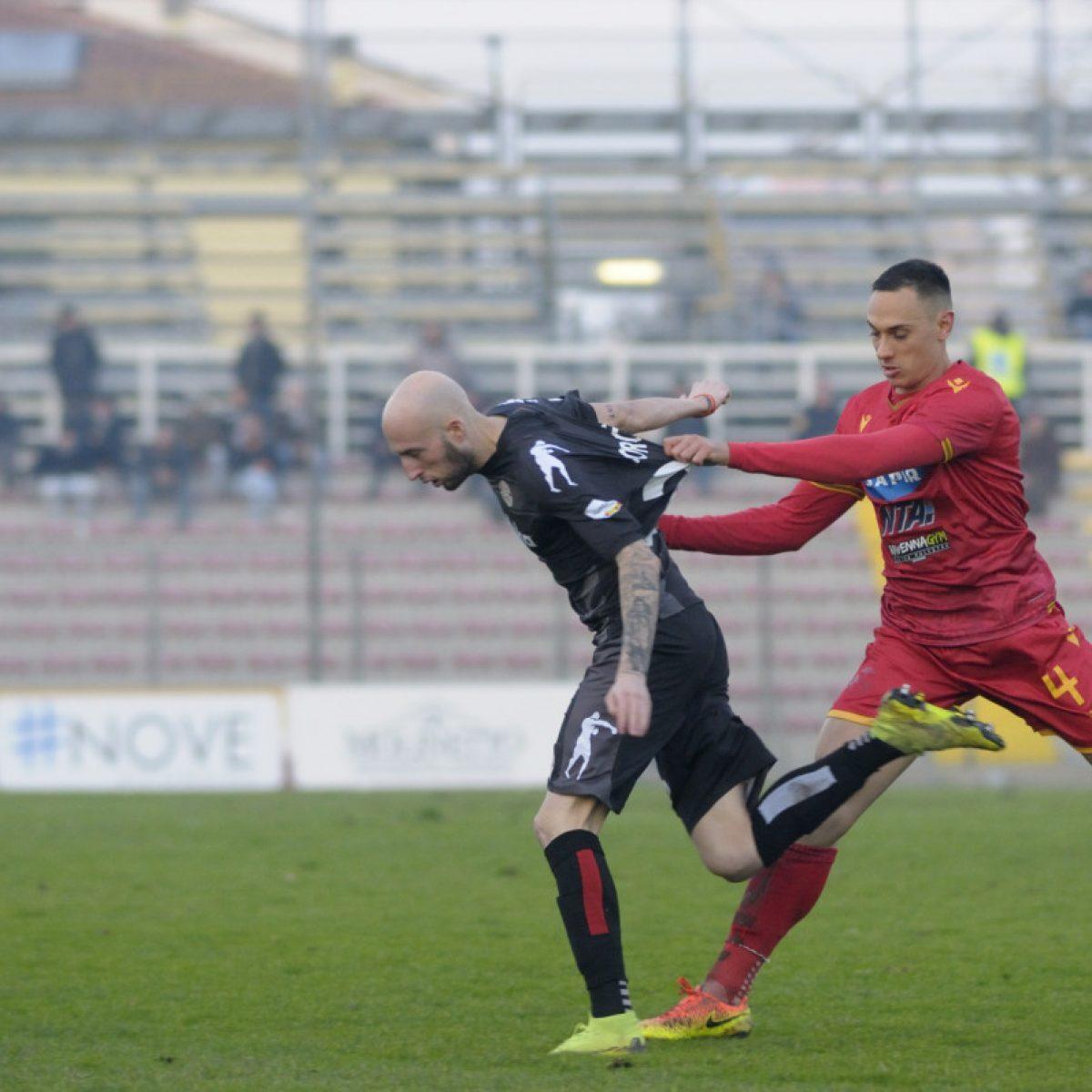 Calcio, il Ravenna si separa da Stefano Pellizzari