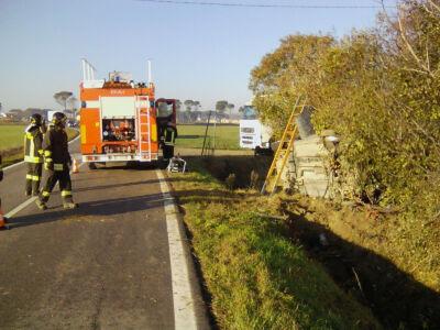 Auto nel fosso nella notte, incidente mortale a Castiglione di Cervia