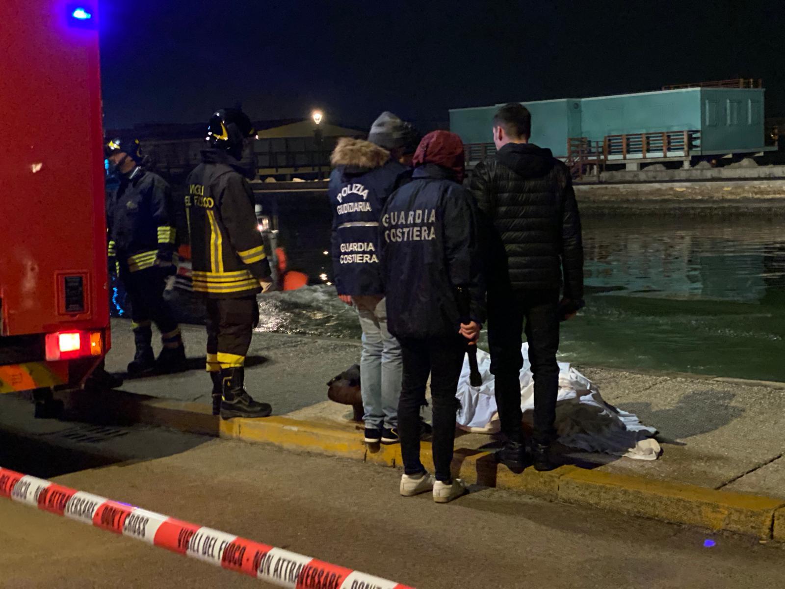 Cesenatico, cade nel Porto e annega: recuperato il cadavere - VIDEO