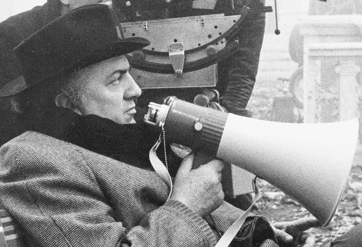 Federico Fellini 100, auguri con torta in piazza Cavour a Rimini