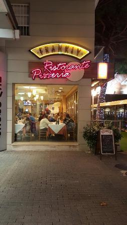 Riccione, nella notte spaccata in un ristorante di viale Ceccarini