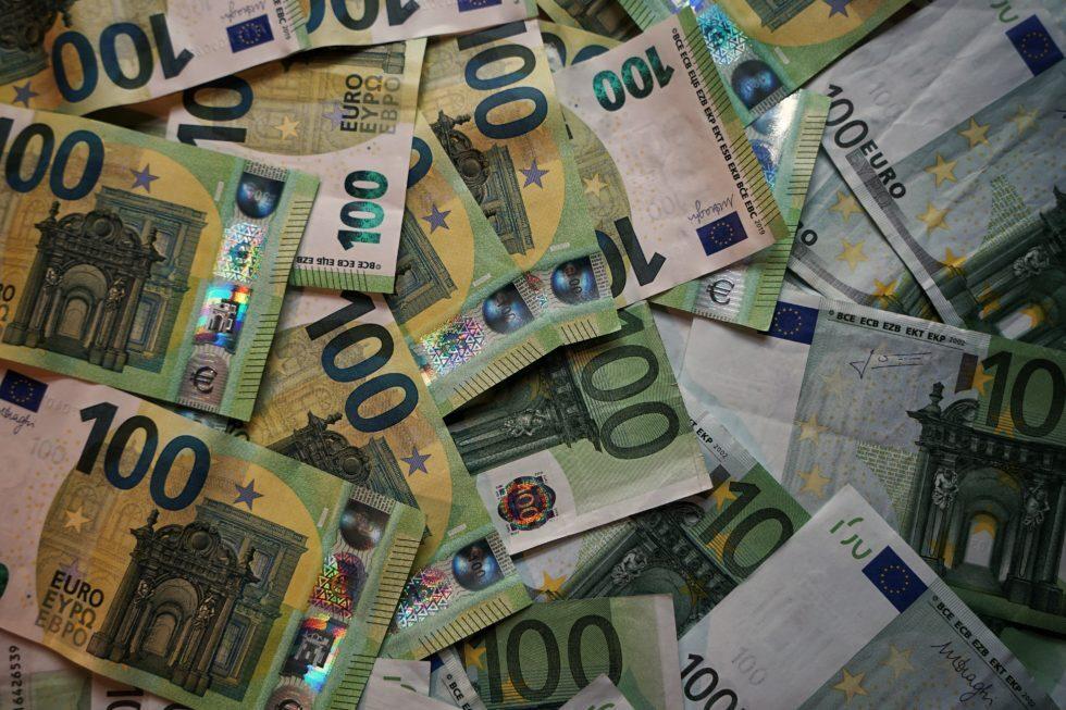 """Riccione, violano il sistema informatico e """"vincono"""" 250mila euro"""