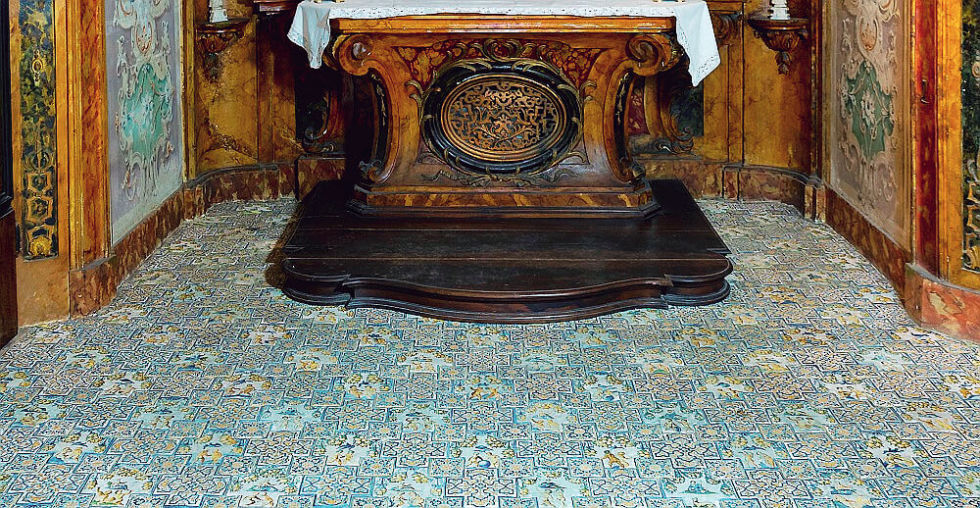 Faenza, riscoperta di un capolavoro: il pavimento in maiolica della Cappella di Palazzo Ferniani