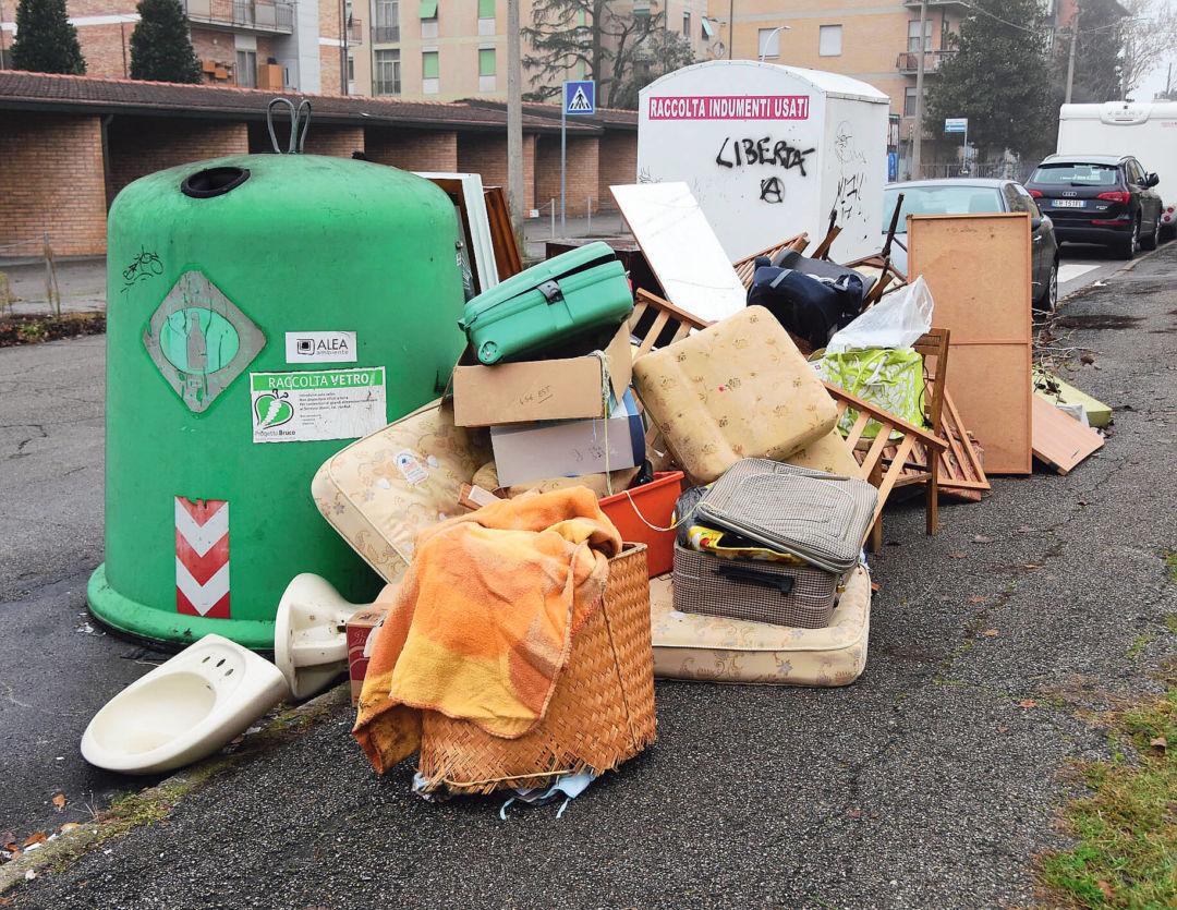 Forlì, «Basta degrado, multe più salate per chi abbandona i rifiuti»