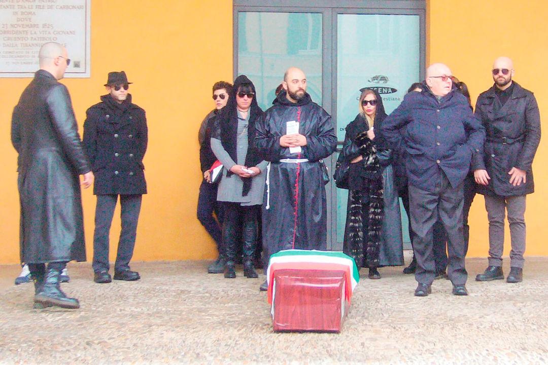 Funerale organizzato da Forza Nuova durante unione civile a Cesena