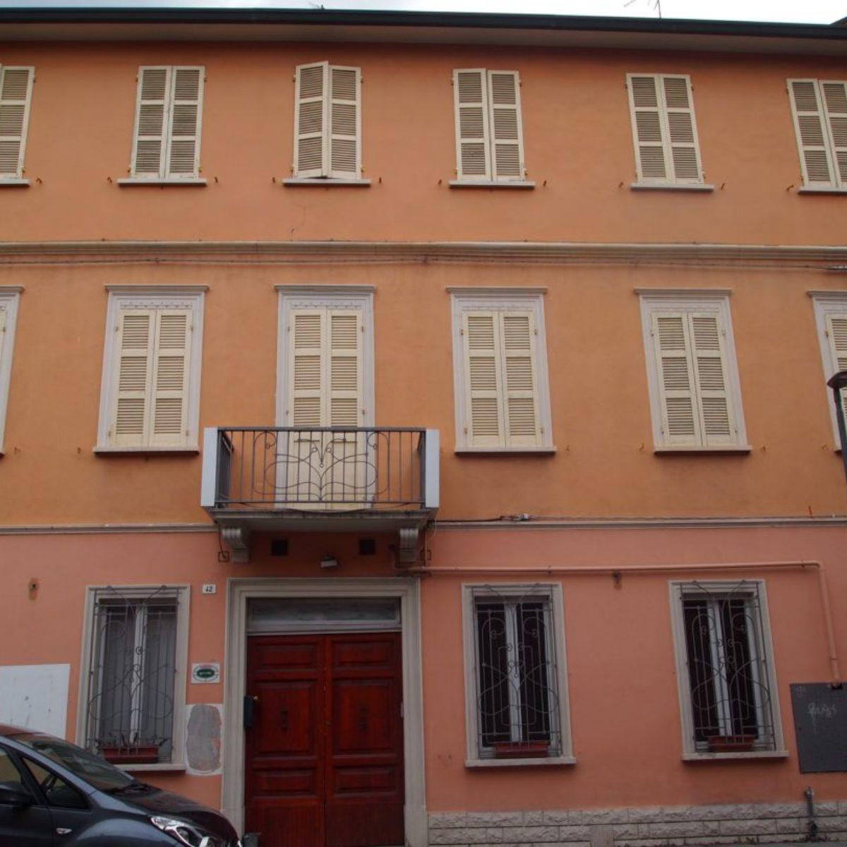 Ravenna, svuotatutto all'ex hotel: mobili gratis in vista dei lavori per l'Albergo del Cuore