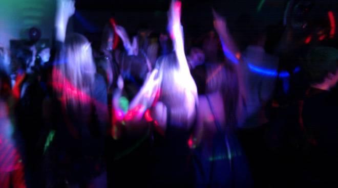 """Pestato in discoteca a Cesenatico: """"Perché è un gay"""""""