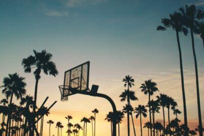 Coronavirus Ravenna, giocano a basket al parco. Due denunciati
