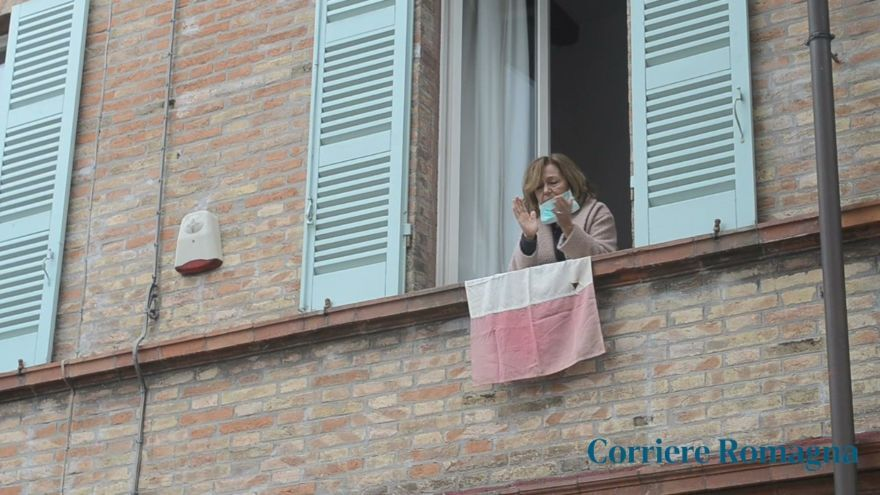 Coronavirus, anche a Ravenna applausi per medici e infermieri