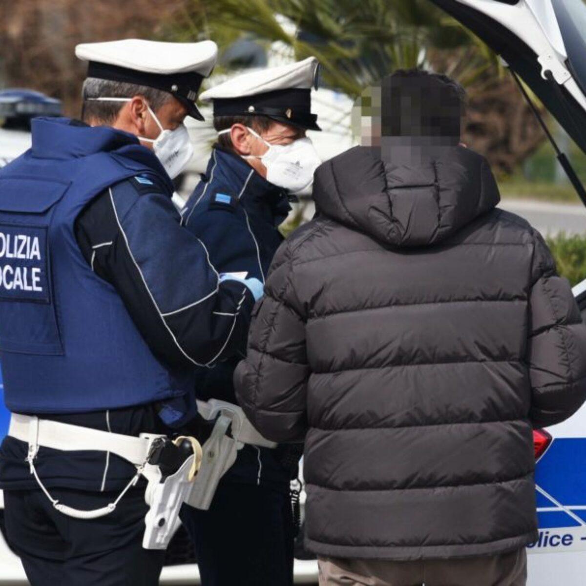 Rimini, 1.780 controlli della polizia locale in 4 giorni