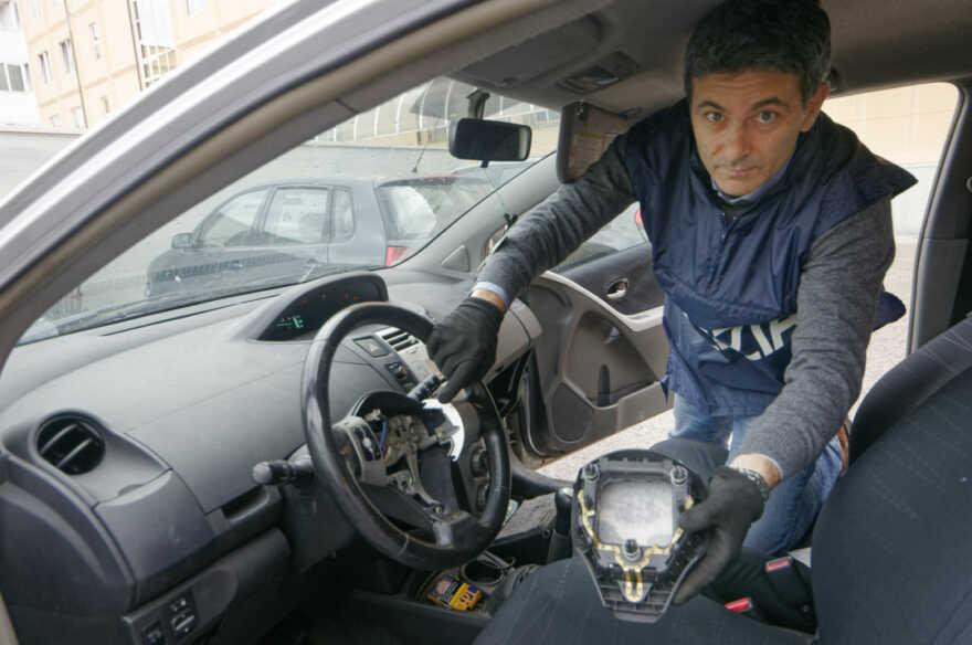 Droga al posto dell'airbag, arrestato 44enne a Cotignola