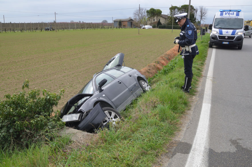 Incidente a San Pietro in Vincoli. Auto nel fosso, un ferito
