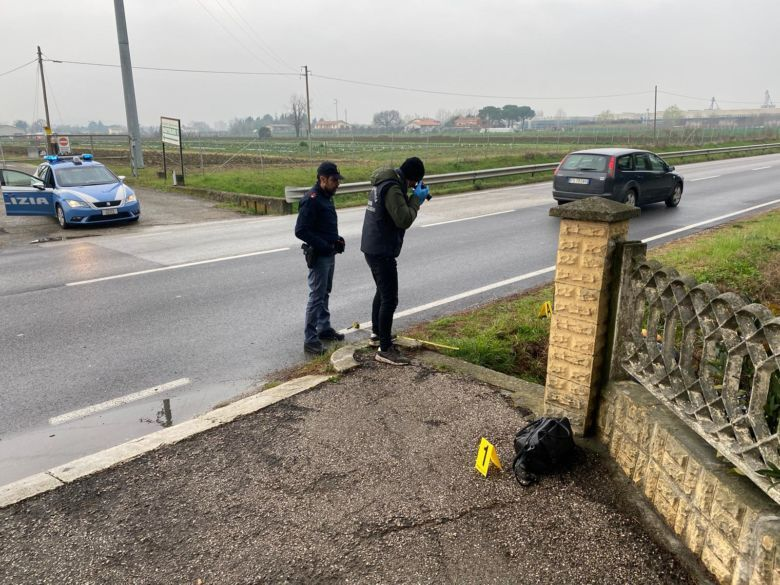 Cesena, donna trovata morta nel fossato