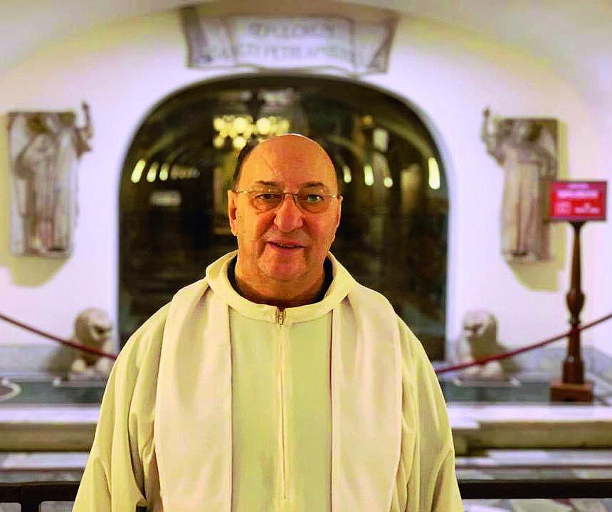 Il parroco di Forlì che ha perso due sorelle per il virus
