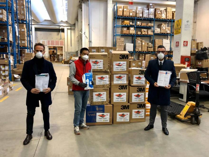 Forlì, imprenditori cinesi donano tute protettive per l'ospedale