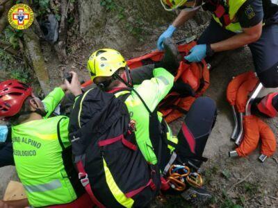 Riolo Terme, 60enne cade portando a spasso il cane nel bosco