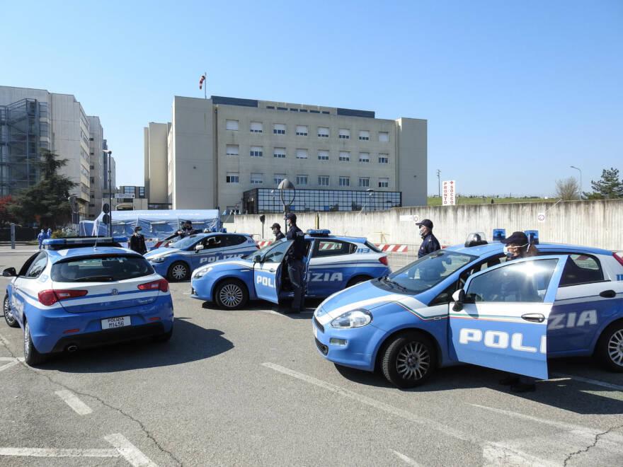 Il saluto della Polizia agli operatori sanitari imolesi VIDEO