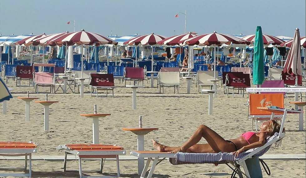 Lunedì riaprono spiaggia, bar, ristoranti, parrucchieri e negozi
