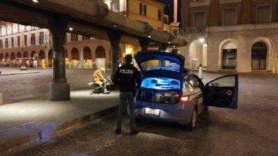 Forlì, perde l'ultimo bus e resta solo in piazza: anziano soccorso
