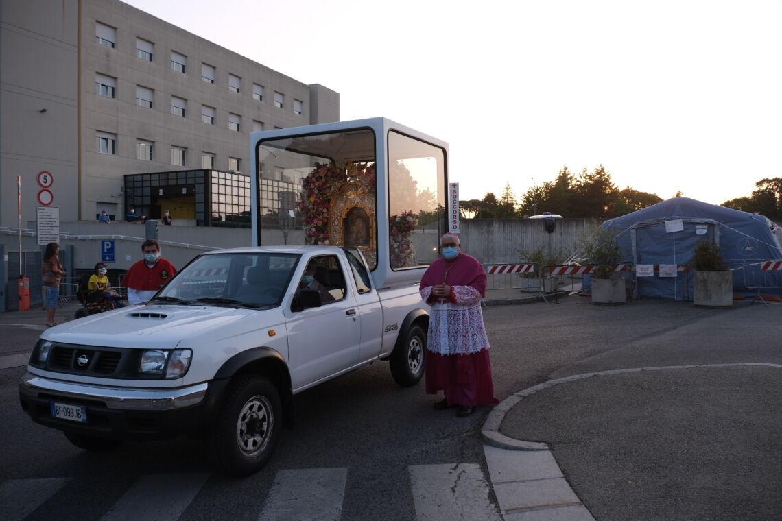 La Madonna del Piratello arriva a Imola e fa tappa all'ospedale