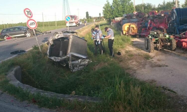 Lugo, scontro tra auto all'incrocio. Muore 81enne