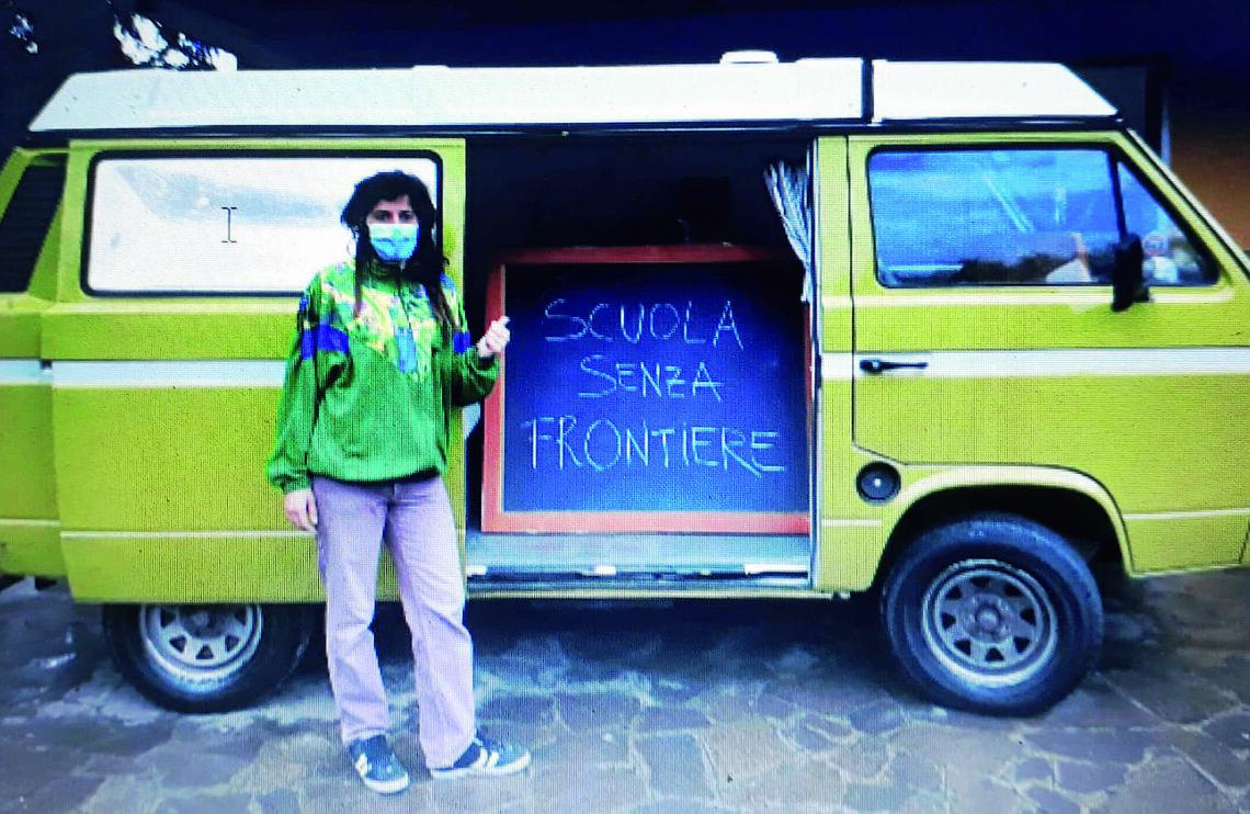"""Coronavirus, a Faenza la scuola """"a domicilio"""" con un camper"""