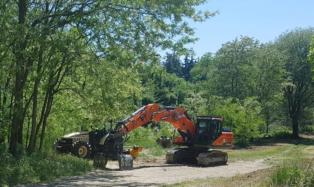 Meldola, lavori di manutenzione nell'alveo del fiume Ronco