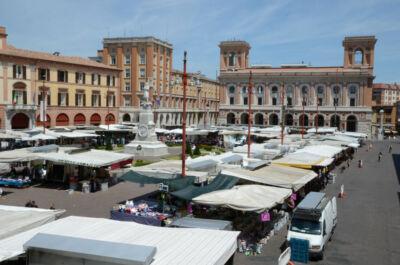 Forlì, riapre il mercato ambulante: tra regole e regali