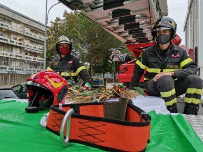 Forlì, l'ultimo omaggio al pompiere morto di Coronavirus
