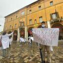 Giovani medici hanno protestato in piazza a Cesena - VIDEO