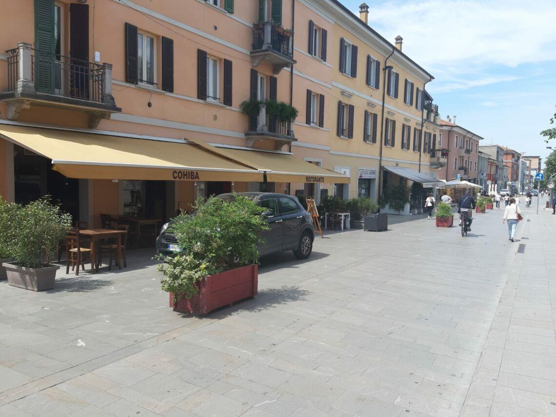 Cesena, tavoli in piazze e strade tra plausi e polemiche