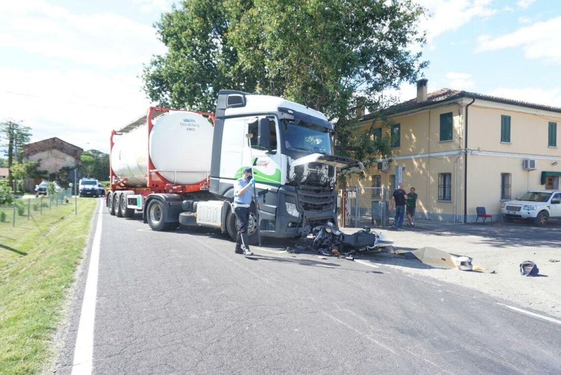 Incidente a Barbiano di Cotignola, muore motociclista 45enne
