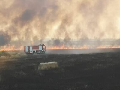 Due vasti incendi nei campi mettono Ravenna in allarme