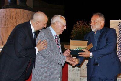 Bagnara di Romagna, il barbiere più anziano d'Italia è Cavaliere