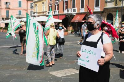 Coronavirus Ravenna, addetti di mense e pulizie in piazza