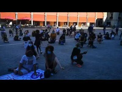 Studenti in piazza a Imola contro il razzismo