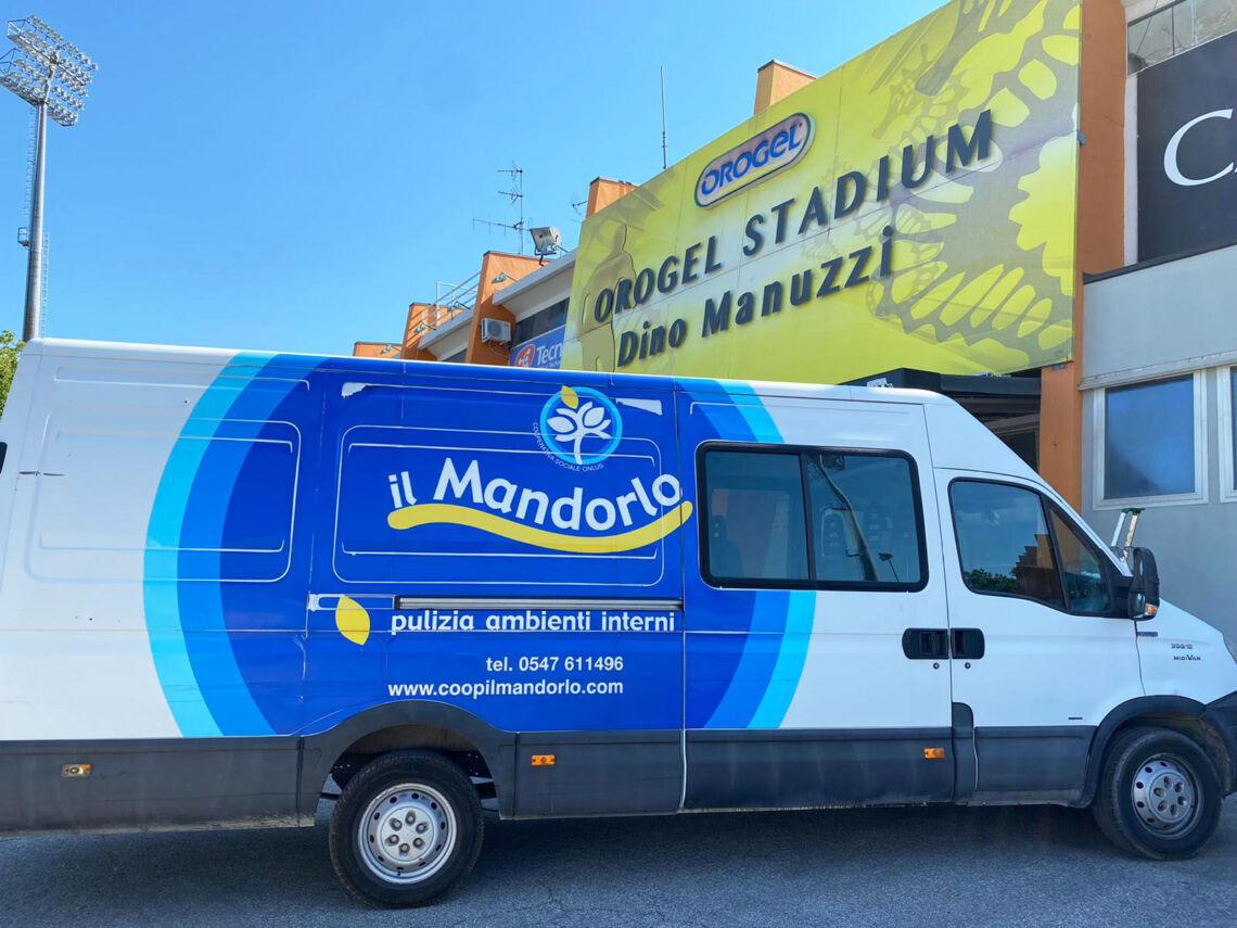"""""""Il mandorlo"""" sta sanificando lo Stadio Manuzzi di Cesena"""