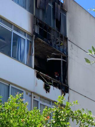 Incendio in casa a Riccione: una donna intossicata, danni ingenti