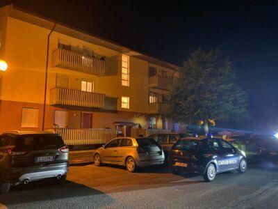 Uccide la madre e scappa nudo per Borello di Cesena - VIDEO