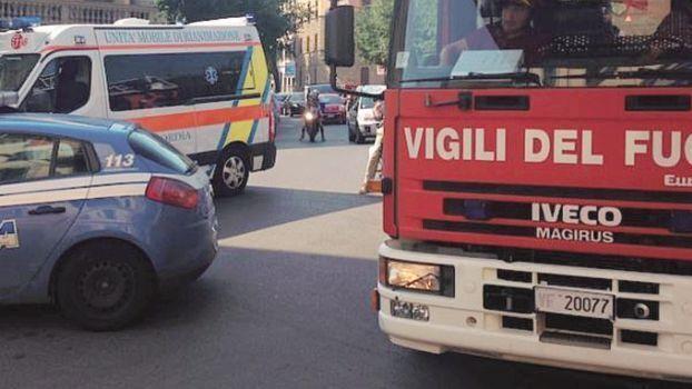 Cesena, corre nudo in strada poi si barrica in casa: ricoverato