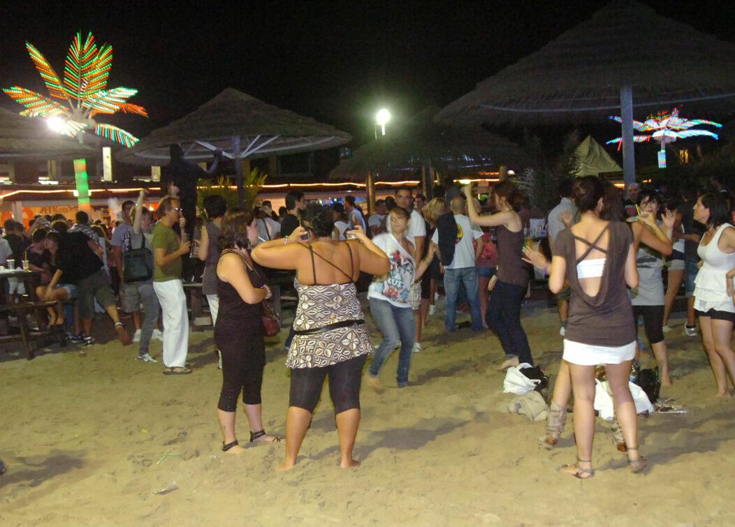 In Riviera si torna a ballare in spiaggia