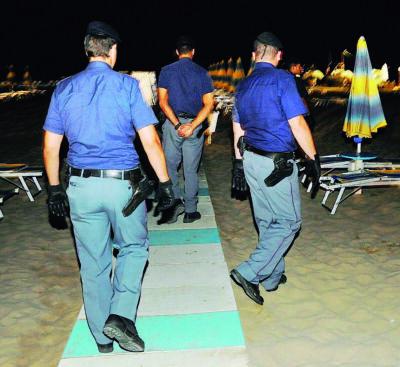 Due ragazzine violentate da un 16enne in spiaggia a Rimini