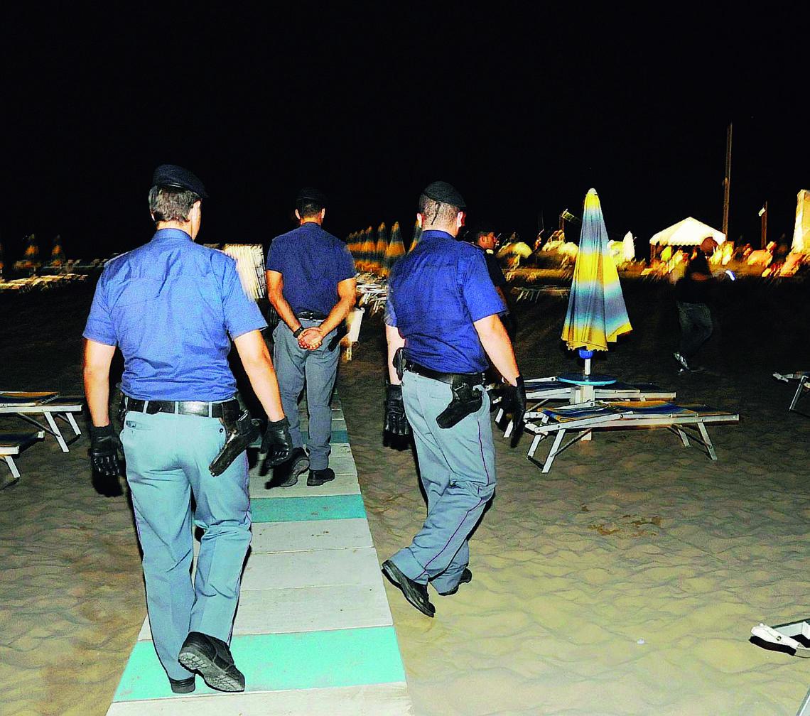 Violenza in spiaggia a Rimini. «Aiutatemi a ricordare»