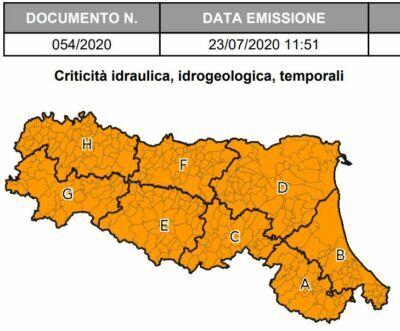 Venerdì allerta meteo per la Romagna: forte vento e grandine