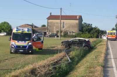 Taglio Corelli, scontro all'alba tra due vetture. Due feriti.