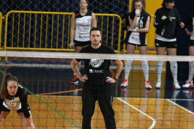 Volley B1 donne, il Volley Club avanti con il coach Simoncelli